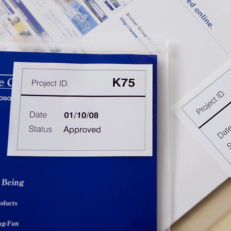 Brother DK44205: оригинальная неразрезанная отделяемая бумажная лента для печати наклеек черным на белом фоне, 62 мм. 2